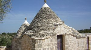 Puglia: verder af te werken trulli met terrein in Alberobello