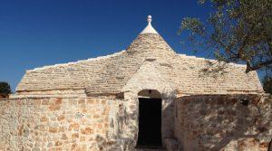 Puglia: Trulli complex met oude stal op het platteland bij Castellana