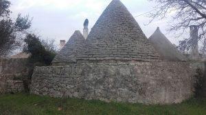 Puglia : complex van trulli en lamie (190 m2) met terrein van 8500 m2