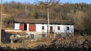 Te renoveren boerenwoning in de wijngaarden