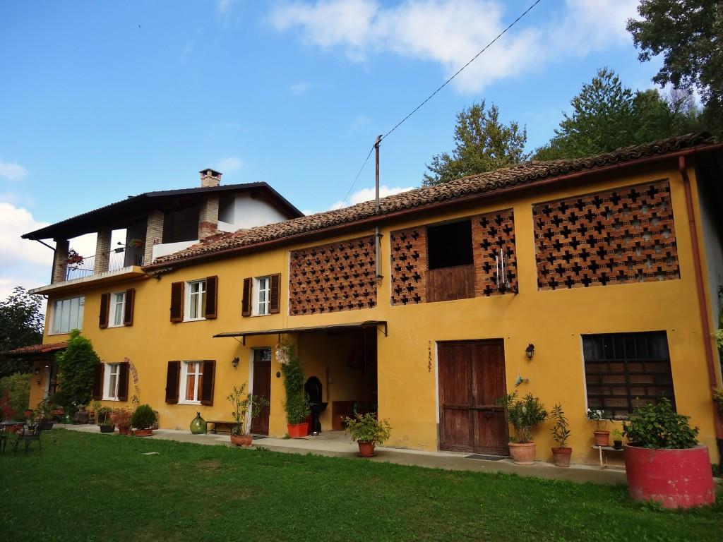 Piemonte: Mooi gerenoveerde villa met uitzicht over de wijngaarden en heuvels