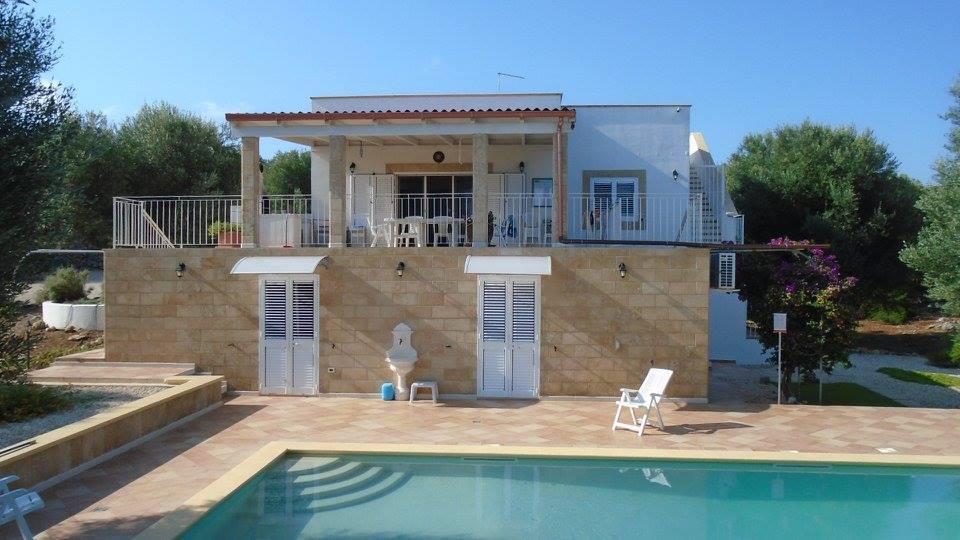 Puglia: Gemeubileerde villa met zwembad en zeezicht in Carovigno