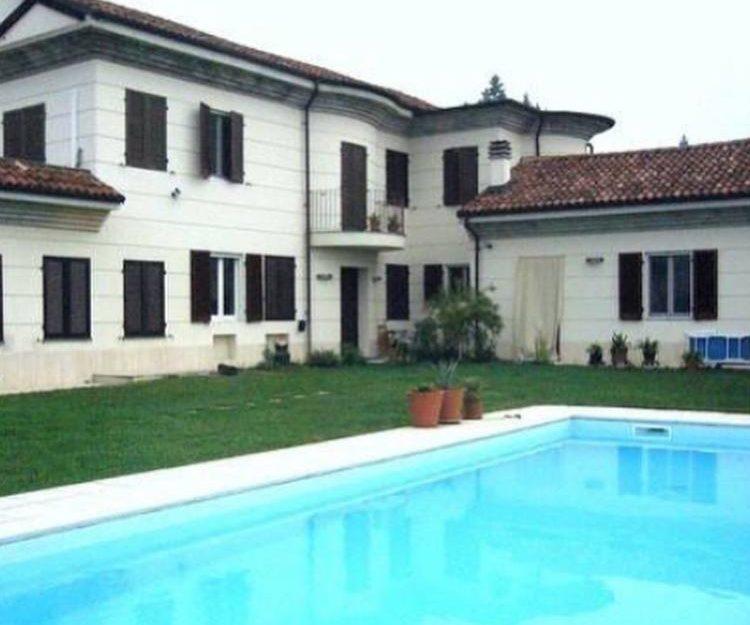 Piemonte: Gerenoveerde landelijke villa met zwembad en indrukwekkend uitzicht