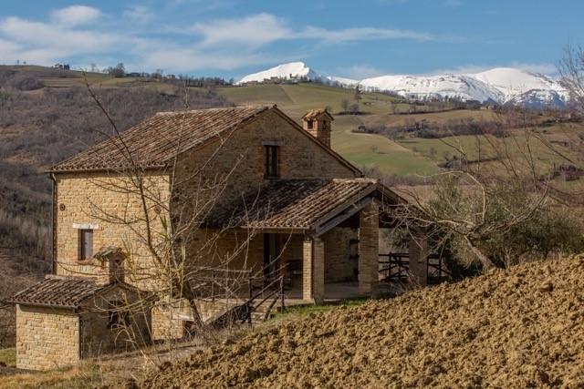 Le Marche : Karaktervol stenen landhuis