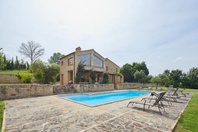 Le Marche: Uniek, luxe gerenoveerd landhuis met zwembad, gemeubileerd