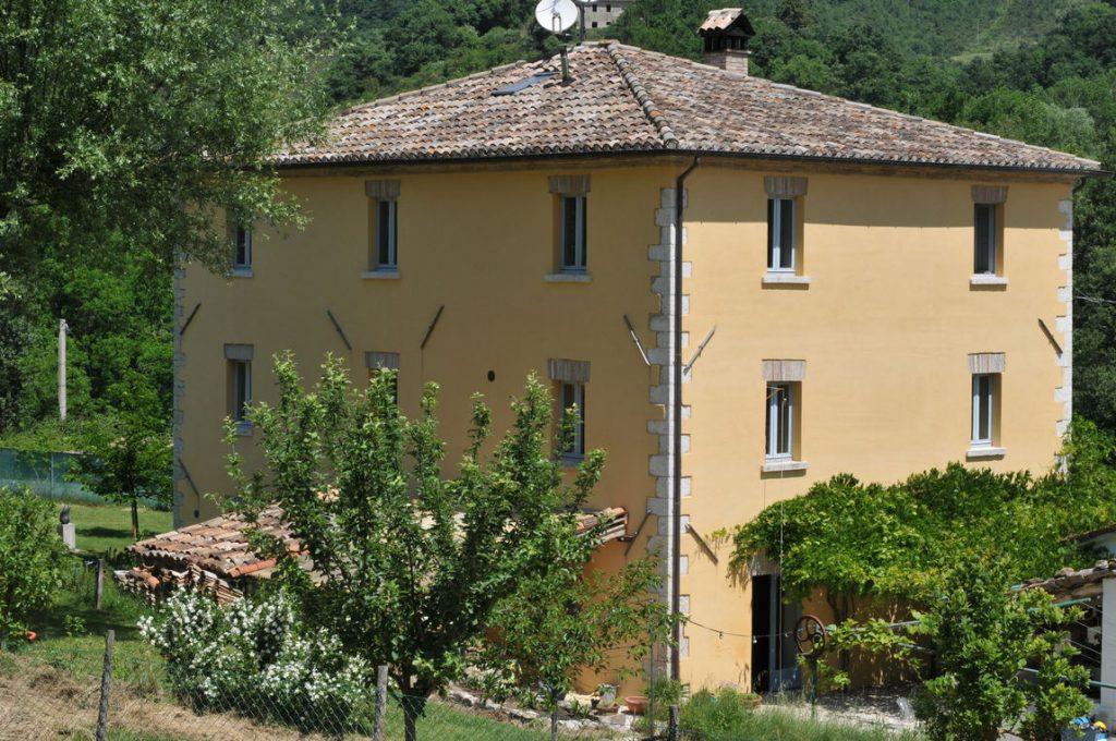 Le Marche: zeer mooie gerenoveerde villa met 6 hectare grond
