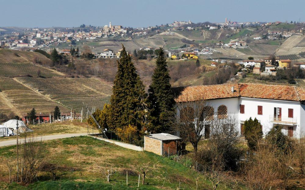 Piemonte: Klassieke boerderij in een schitterende positie