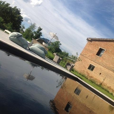 Le Marche: Gerenoveerde Italiaanse plattelandsvilla met groot zoutwaterzwembad