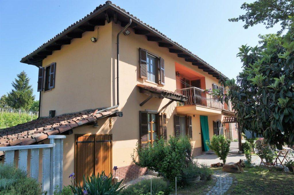 Piemonte: Zonnig gelegen vrijstaande woning te koop tussen Montegrosso d'Asti en Costigliole d'Asti