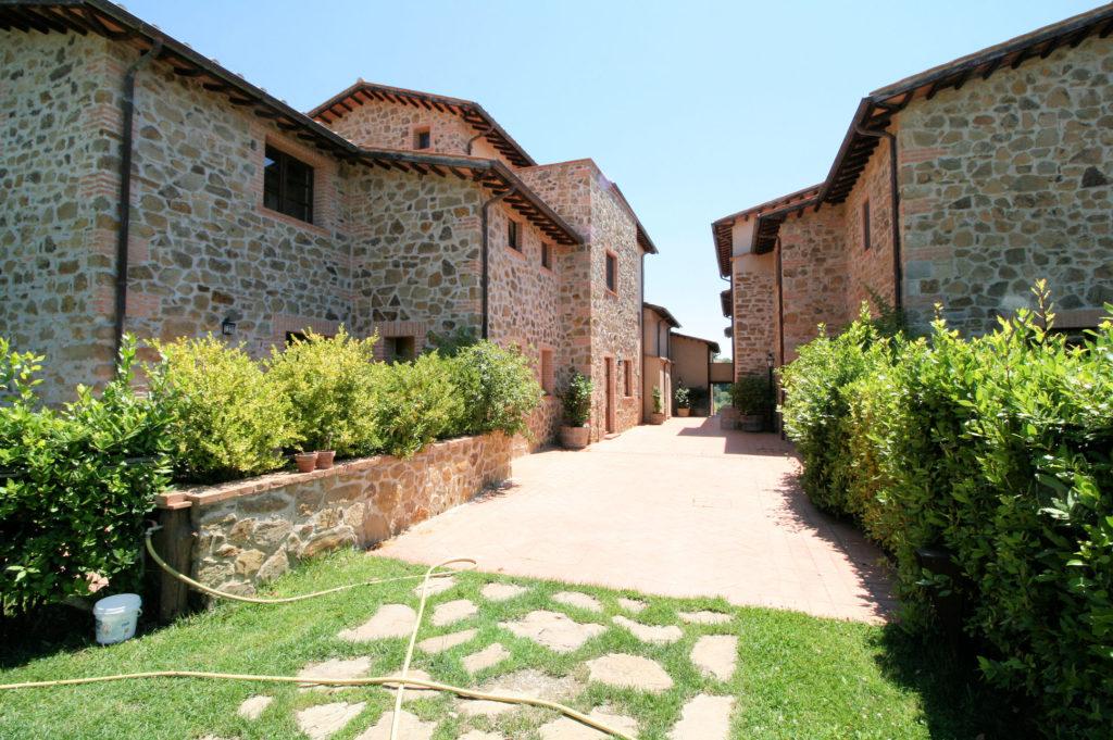 Toscane: Appartementen en huizen in Toscaanse borgo met zwembad te koop