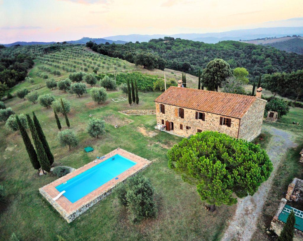 Toscane: Prachtige boerderij met adembenemend uitzicht te koop