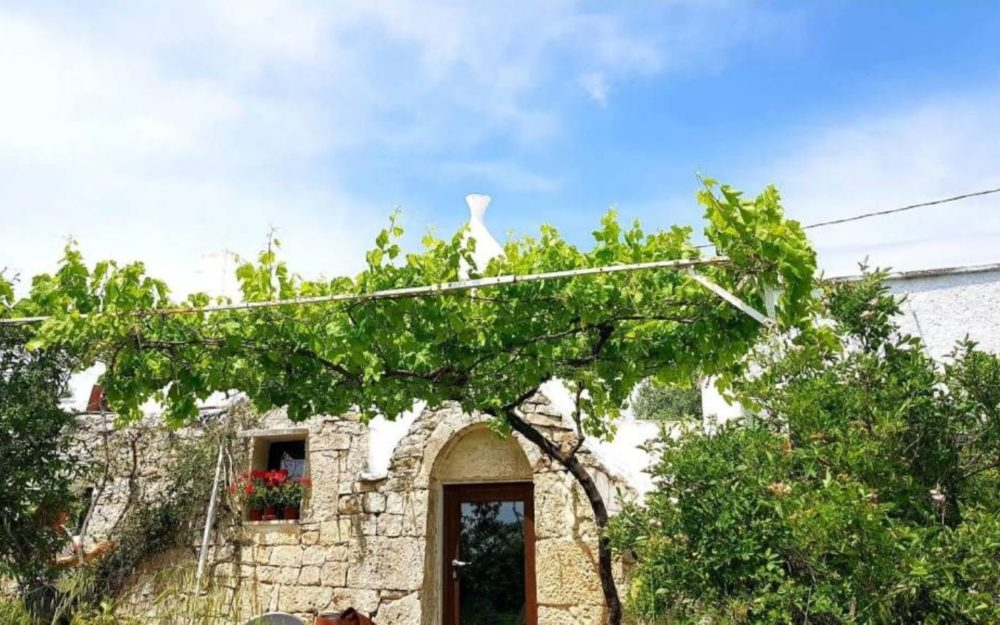 Puglia: Panoramisch trullo complex met terrein te koop in Ceglie Messapica