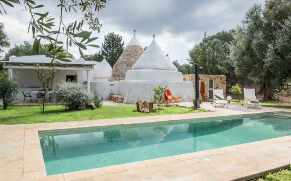 Puglia: Trullo complex met zwembad op 15 km van de zee te koop