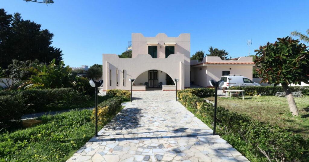 Sicilia: Prachtige villa met tuin te koop in Siracusa