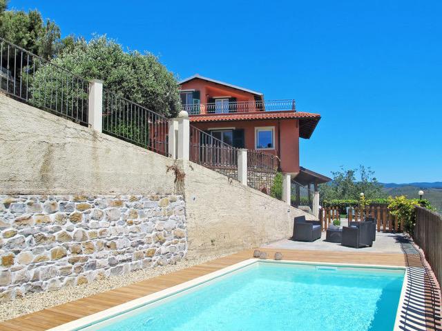 Liguria: Perfect gerenoveerde villa met zwembad, gastenverblijf en zeezicht te koop