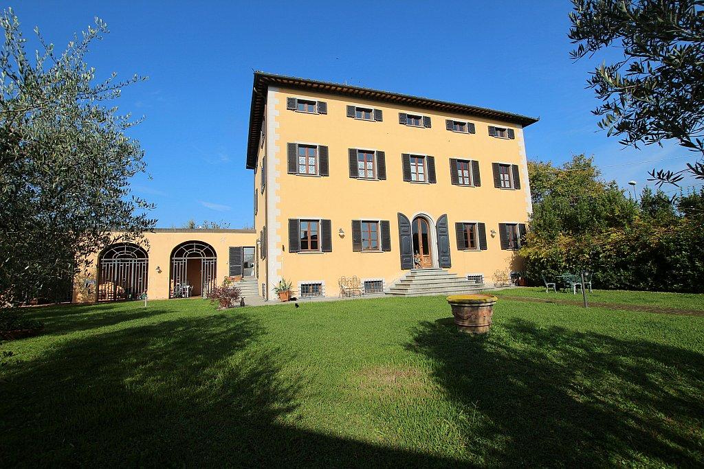 Toscane: Prestigieuze 18de eeuwse villa bij Santa Maria a Monte te koop