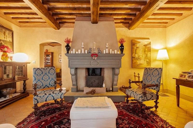 Toscane: Prachtig gerenoveerde, ruime historische woning met tuin en olijfbomen te koop in Cevoli