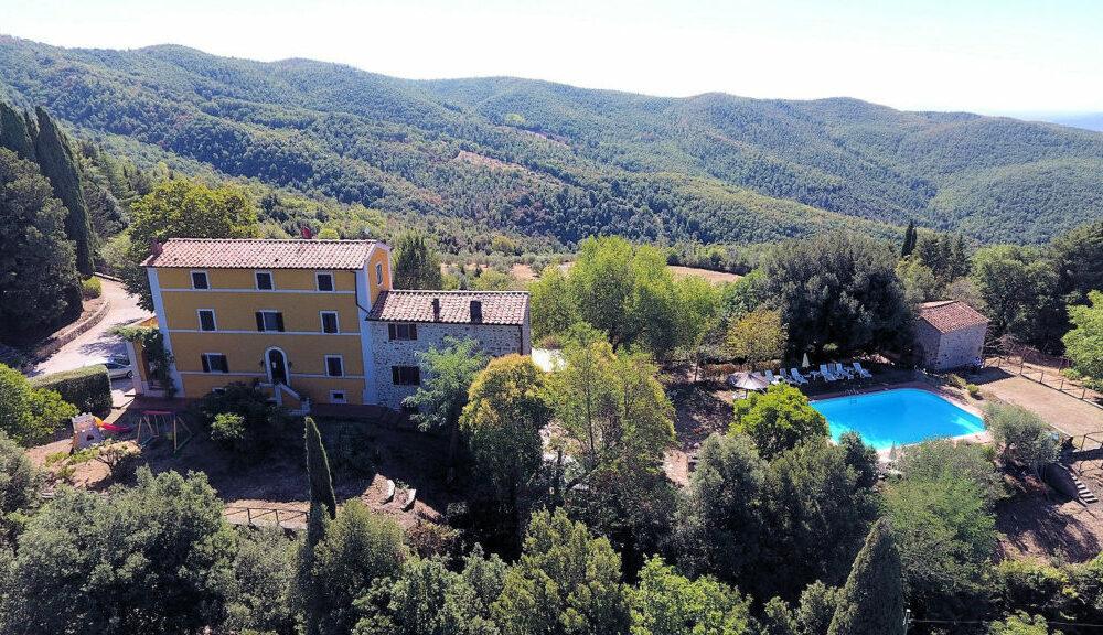 Toscane: Prachtig gelegen, typisch Toscaanse agriturismo met zwembad te koop